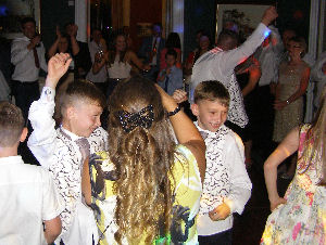 Purley Mobile Disco dancers Image