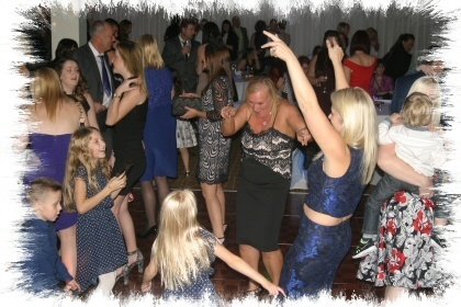 Ickham mobile disco party dancers image 01